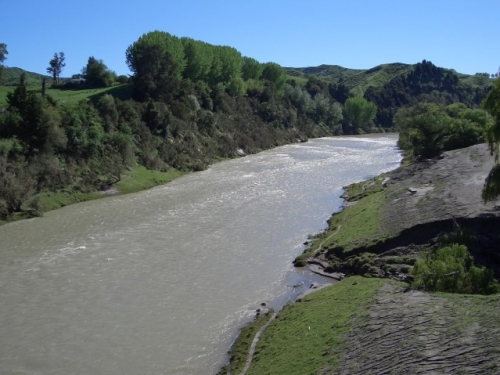 Wairoa River in flood 211005 jpg